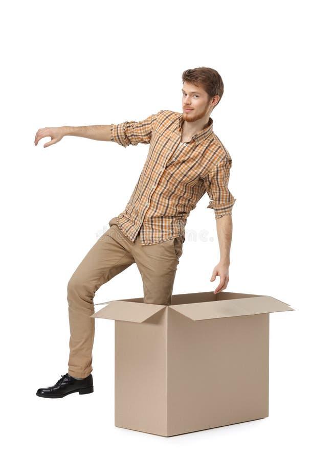 Het weggaan van de kartondoos stock fotografie
