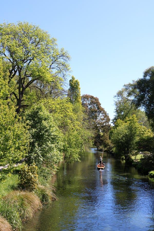 Download Het Wegschoppen Op Rivier Avon Christchurch Nieuw Zeeland Redactionele Foto - Afbeelding bestaande uit zeeland, landschap: 107702506
