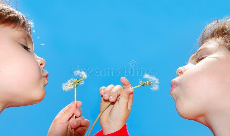 Het wensen van kinderen stock afbeelding