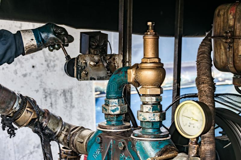 Het werk in de haven met tanker royalty-vrije stock fotografie