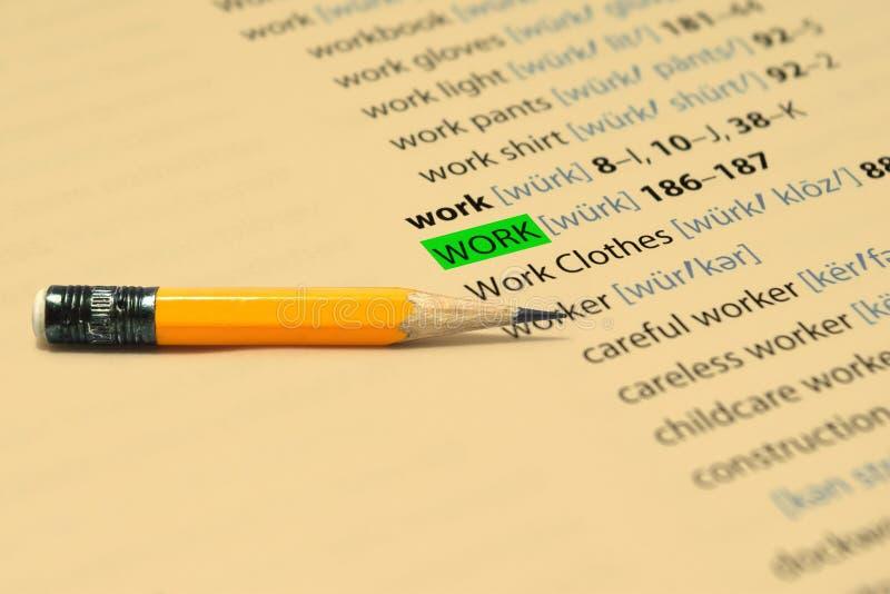 Het WERK - De woorden benadrukken in het boek en het potlood royalty-vrije stock foto