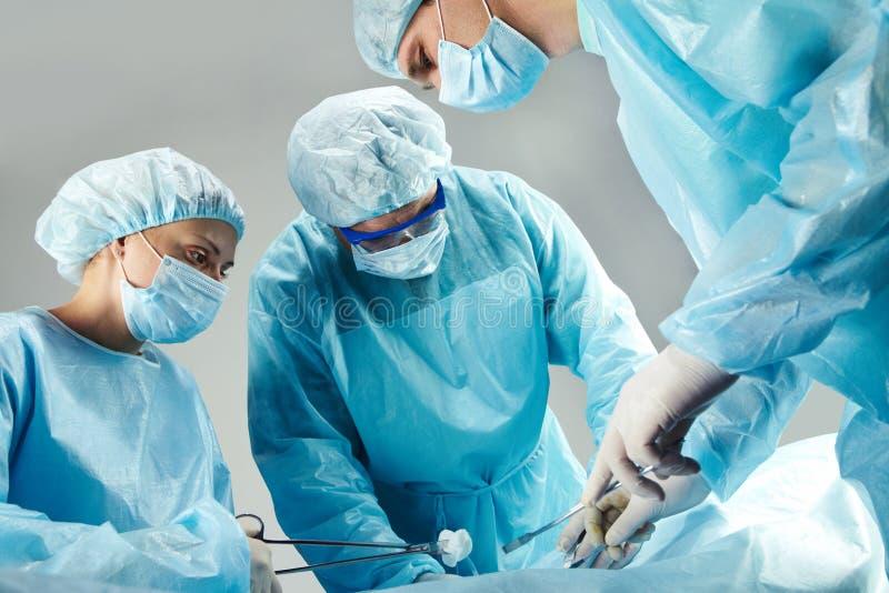 Het werken van chirurgen royalty-vrije stock foto's