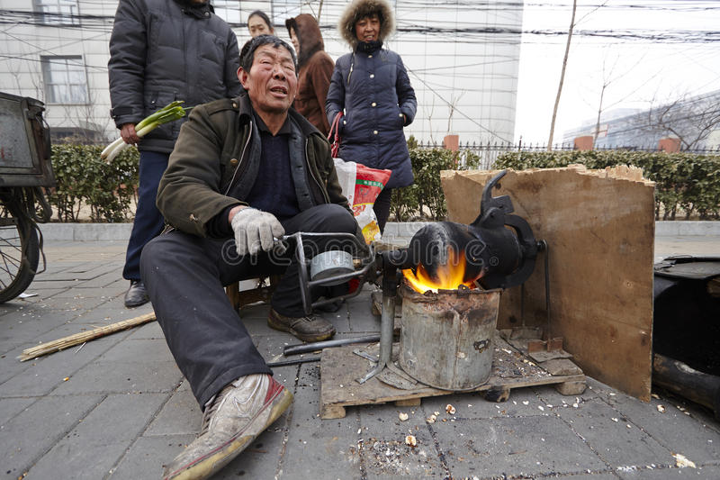 Het in werking stellen van een Chinese graanpopcornpan