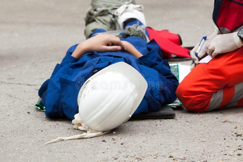 Het werkongeval Eerste hulp stock foto