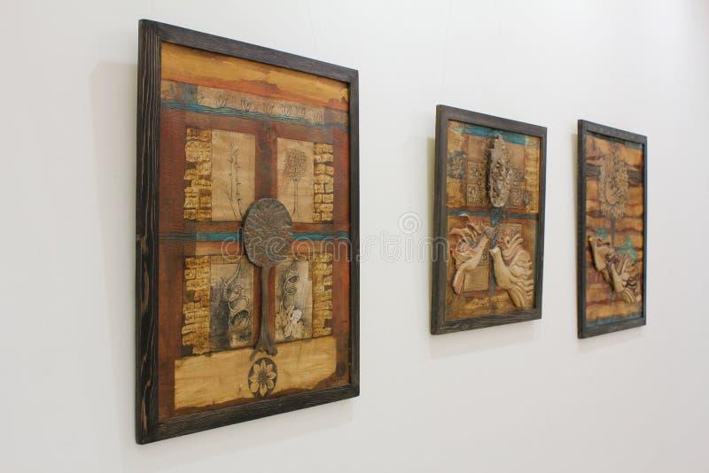 Het werkvertoning van de kunst bij kunsttentoonstelling stock fotografie