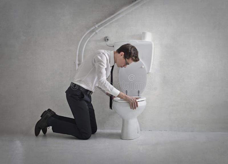 Het werpen omhoog in het toilet stock afbeeldingen