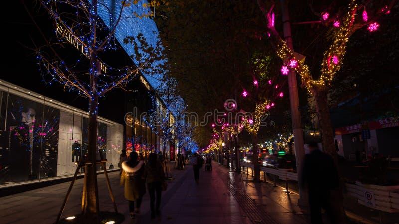 Het Westenweg van Shanghai Nanjing bij nacht royalty-vrije stock foto