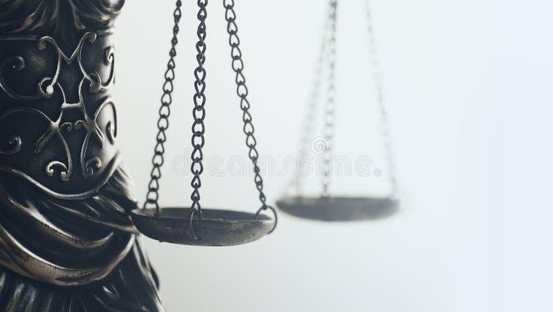 Het wettelijke beeld van het wetsconcept, Schalen van Rechtvaardigheid, gouden licht royalty-vrije stock foto