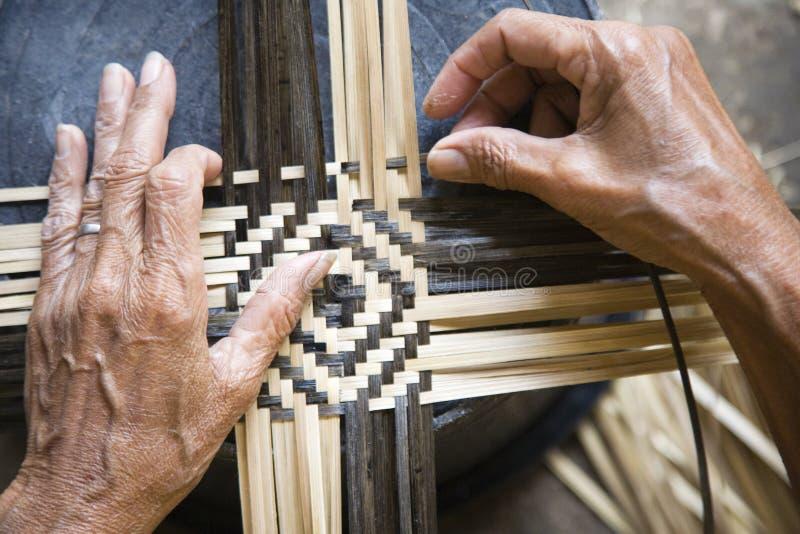 Het weven van het bamboe royalty-vrije stock afbeeldingen