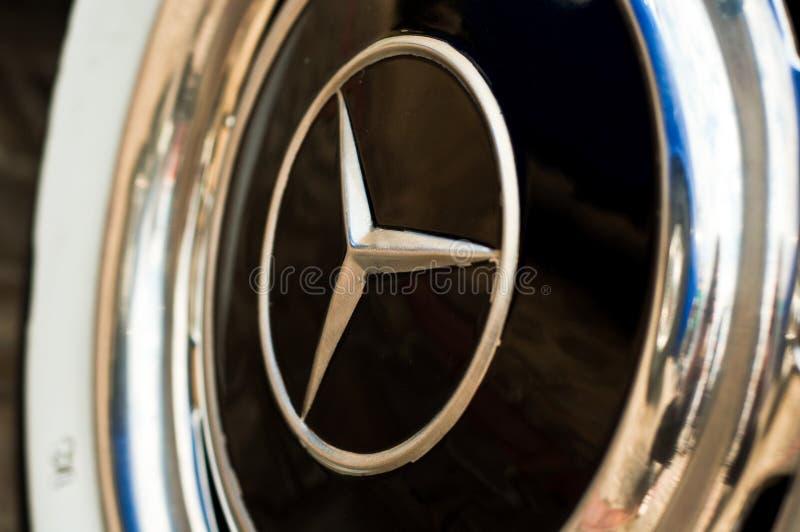 Het wiel Mercedes van de auto stock afbeelding