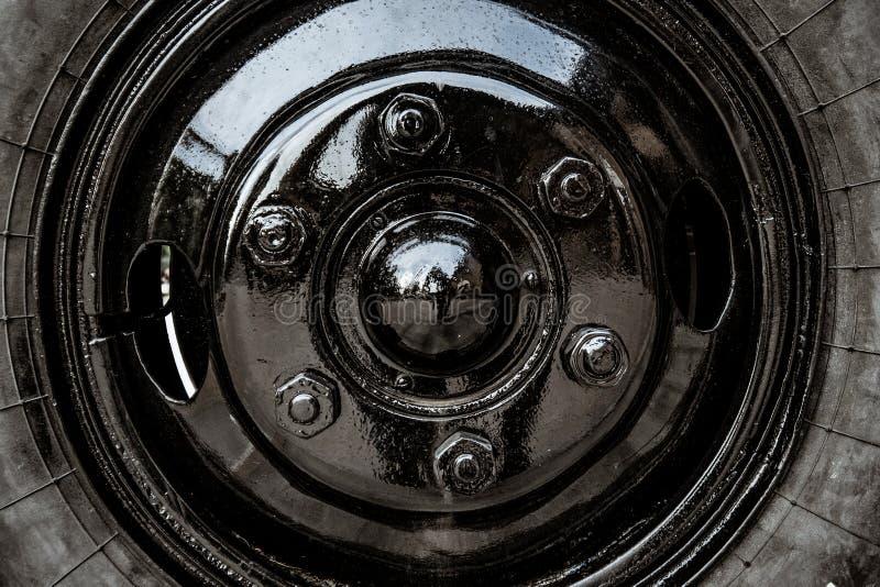 Het wiel van de oude Sovjet militaire machine royalty-vrije stock fotografie