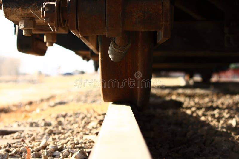Het Wiel van de trein op Dichte Omhooggaand van het Spoor stock afbeelding
