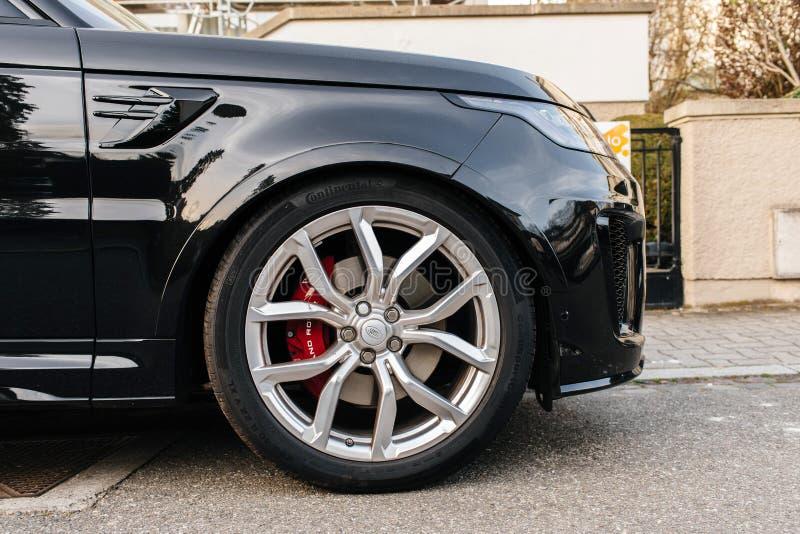 het wiel van staalranden van Zwart luxeland Rover Range Rover Sport stock foto