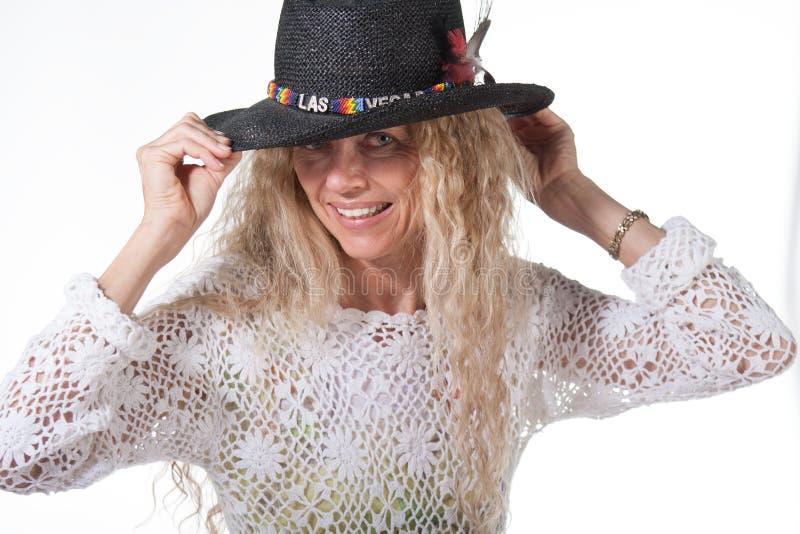 Het wijfje van de hippie met de hoed van lasvegas stock afbeeldingen