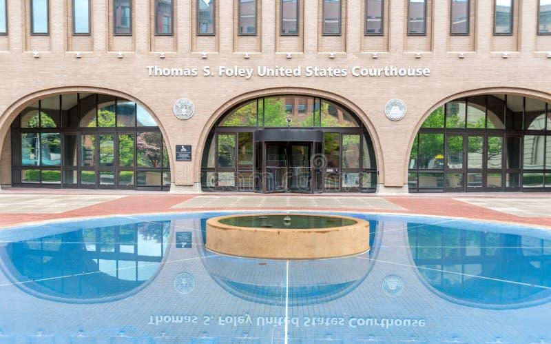 Het wijzen van op vijver bij het Gerechtsgebouw van Verenigde Staten in Spokane, Washington royalty-vrije stock foto