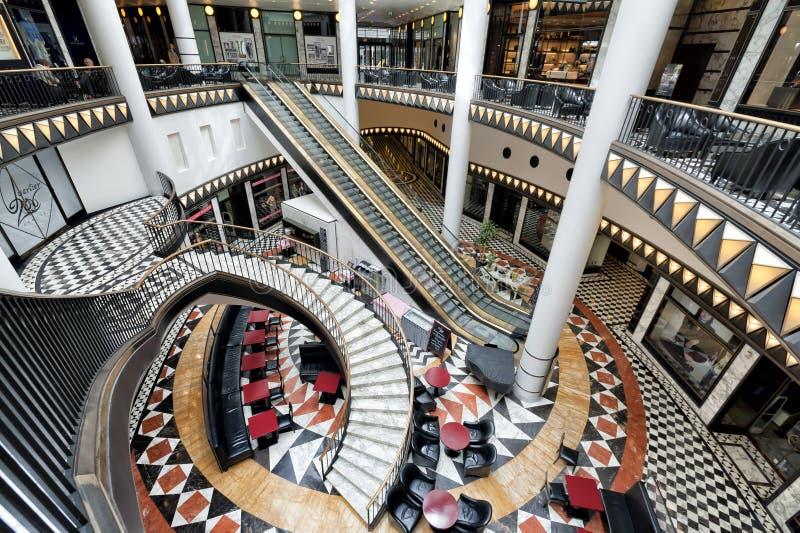 Het winkelcomplex van de luxe in Berlijn stock foto's