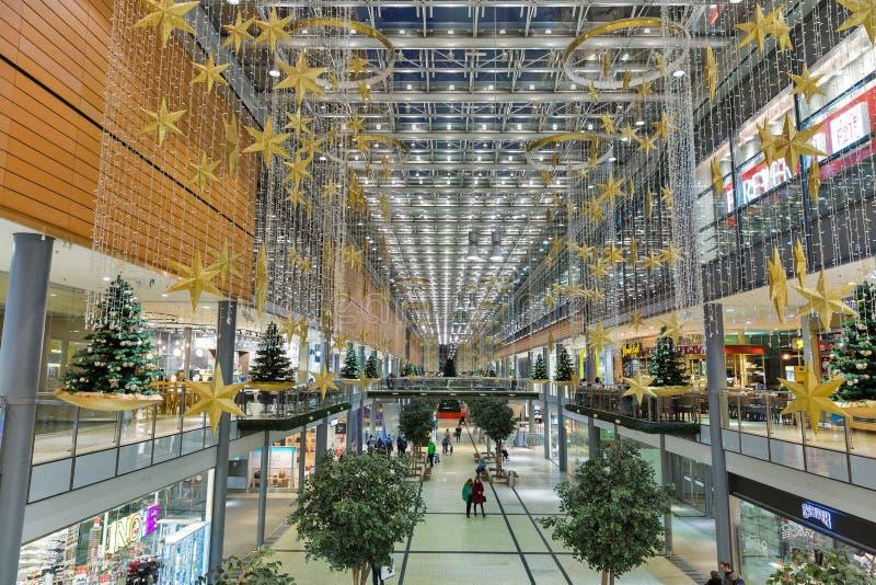 Het winkelcomplex van Potsdamerplatz Arkaden in Berlijn, Duitsland royalty-vrije stock foto's