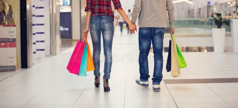Het winkelen, man en vrouw stock foto