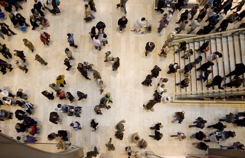 Het winkelen menigte topshot stock foto's