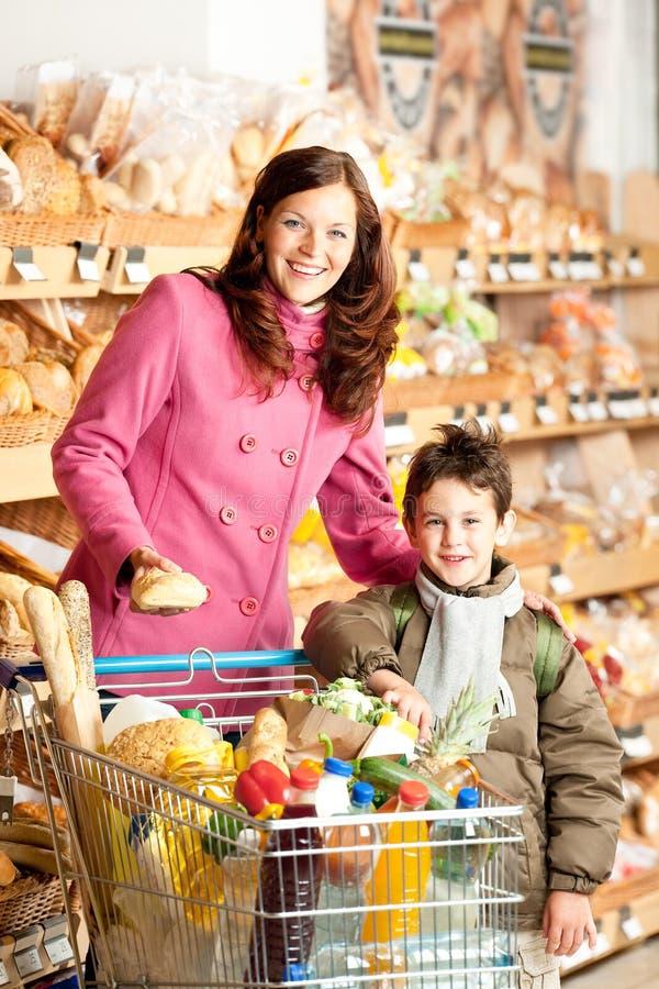 Het winkelen reeks - Gelukkig vrouw en kind stock afbeelding