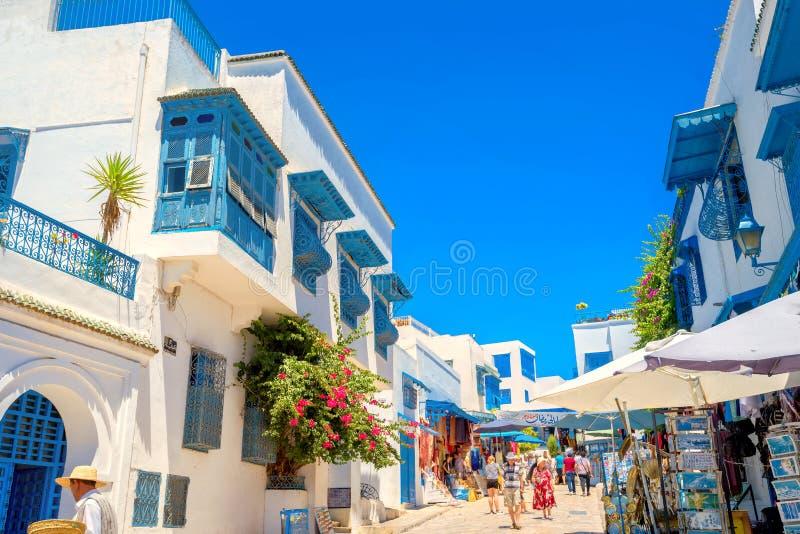 Het winkelen straat in toevluchtstad Sidi Bou Said Tunesië, Noord-Afrika stock foto's