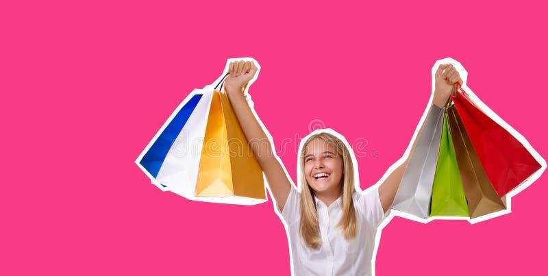 Het winkelen, vakantie en toerismeconcept - de collage van de tijdschriftstijl van meisje met het winkelen zakken over roze achte stock foto's