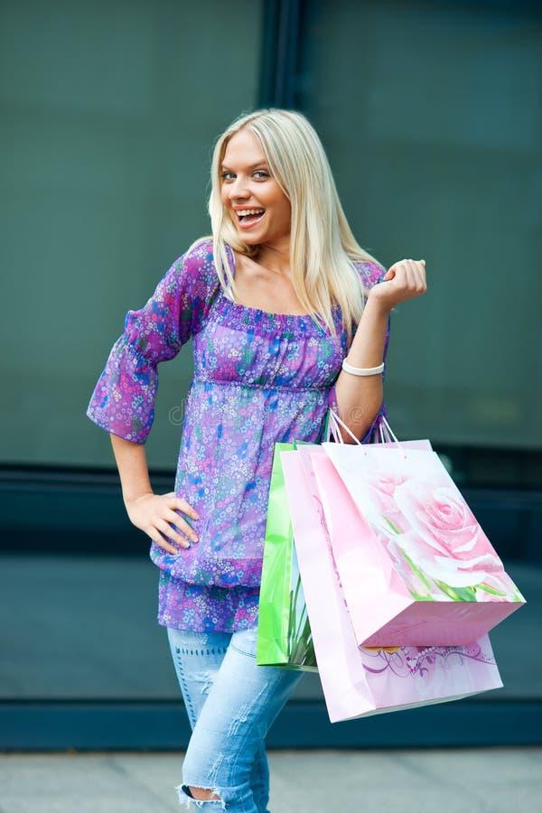 Het winkelen van de vrouw stock afbeeldingen