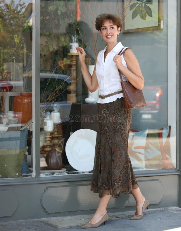 Het winkelen van de vrouw stock afbeelding