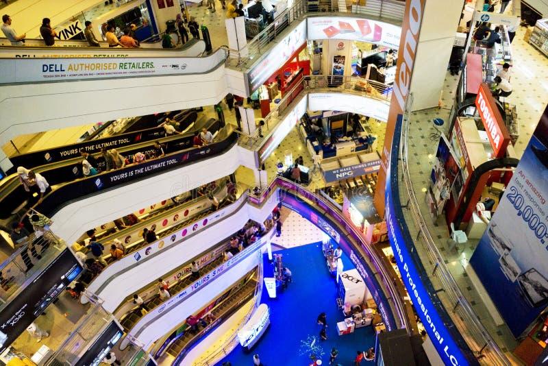 Het Winkelen van ICT Menigte royalty-vrije stock afbeelding