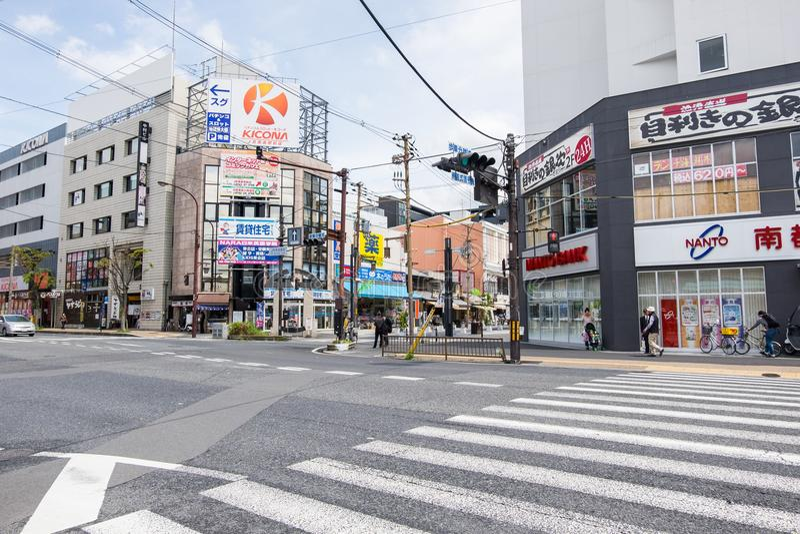 Het winkelen van Sanjodori straat in Nara, Japan stock foto's