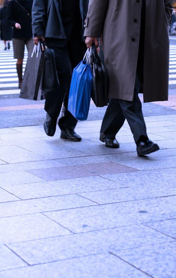 Het winkelen van zakenlieden stock afbeelding