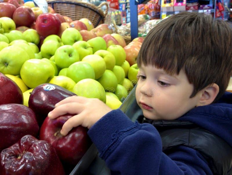Het winkelen voor appelen