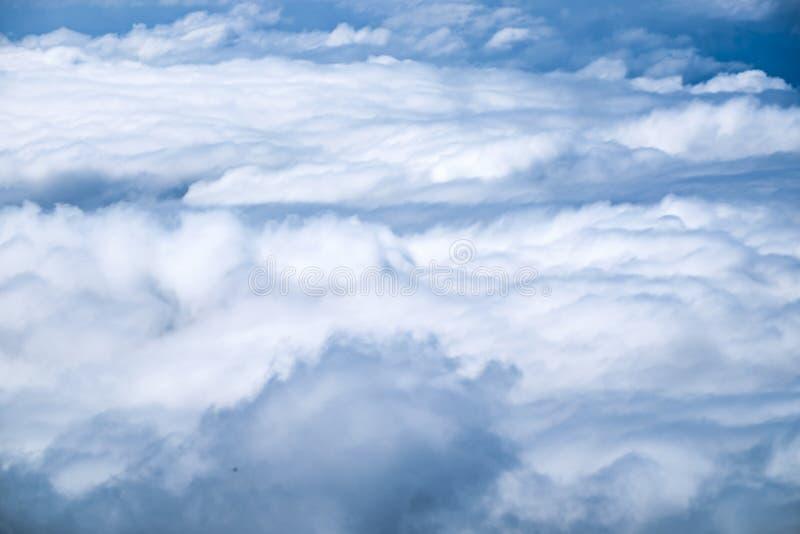 Het wit van de wolkenmist op hemel royalty-vrije stock foto's