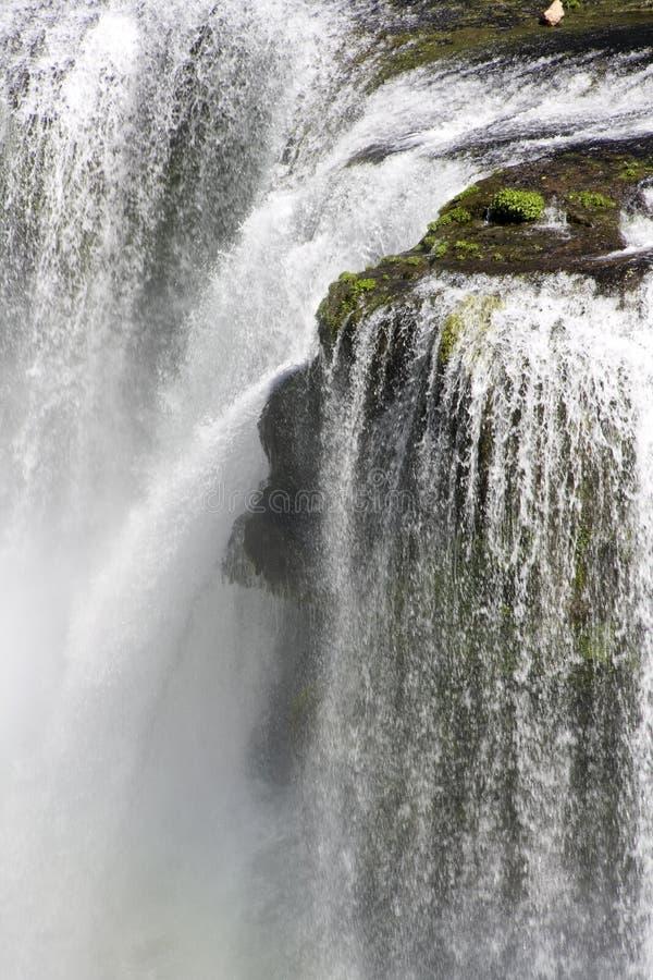 Het wit van het de watervallenwater van de watervaldaling stock fotografie