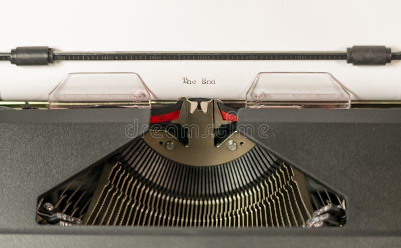 Het Witboek in de Oude Tekst van de Schrijfmachine zegt het Eind royalty-vrije stock fotografie