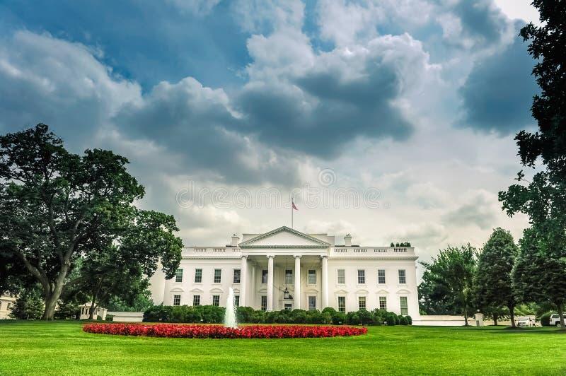 Het Witte Huis van Washington D C /Columbia/USA - 07 11 2013: Brede hoekmening bij het Witte Huis, ingangskant, stock foto's