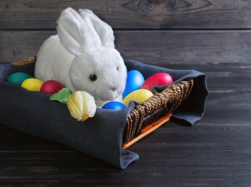 Het witte konijn van Pasen stock afbeelding