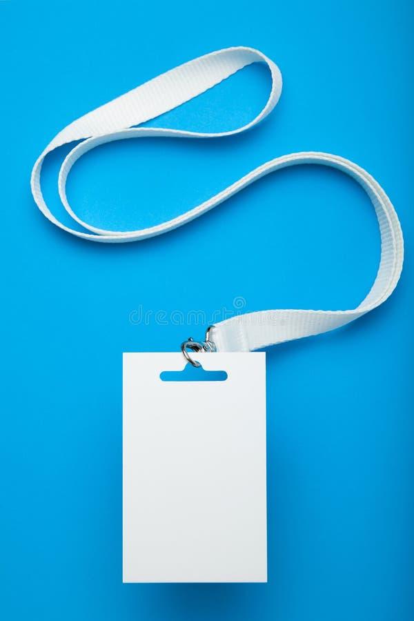 Het witte lege model van de personeelsidentiteit Markeringsidentiteitskaart, coulissepas stock afbeelding