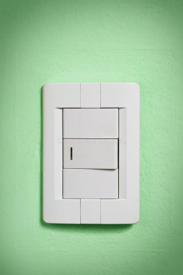 Het witte licht schakelt groene muur in. royalty-vrije stock afbeeldingen