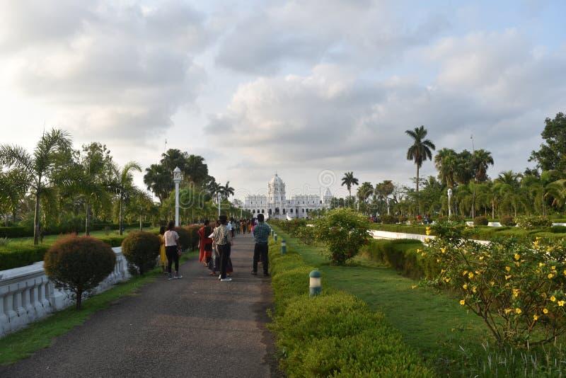 het witte mooie landschap van de paleis blauwe hemel stock foto's