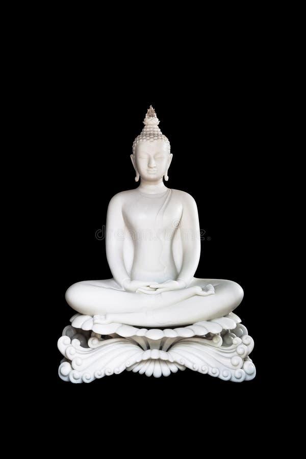 Het witte standbeeld van Boedha op zwarte achtergrond met het Knippen van Weg Isol stock afbeeldingen