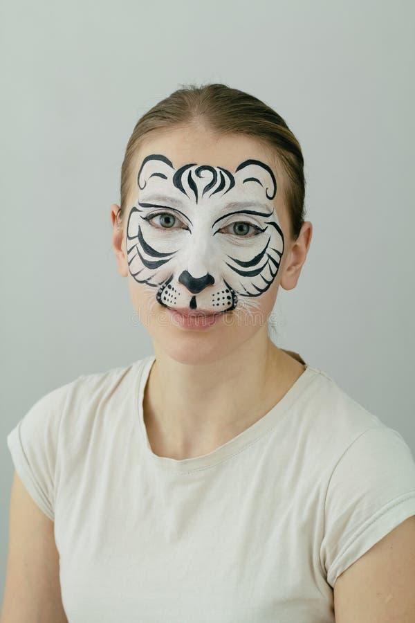 Het witte tijgergezicht schilderen stock fotografie