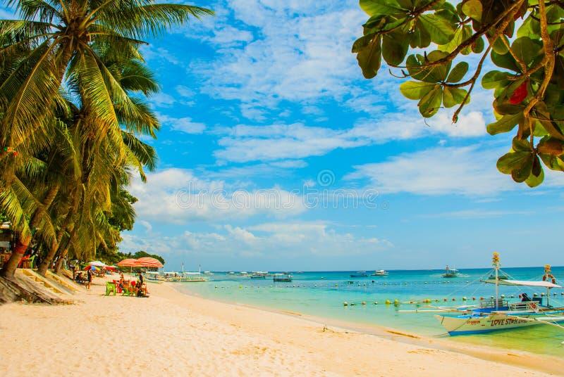 Het witte zand tropische strand van Panglao-Eiland, Bohol filippijnen royalty-vrije stock foto