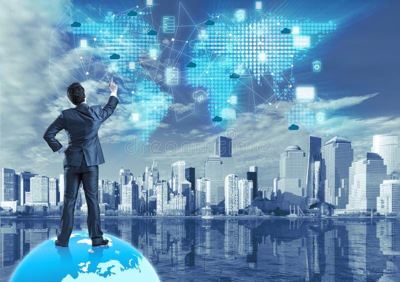 Het wolk gegevensverwerkingsconcept in technologiecollage stock afbeeldingen