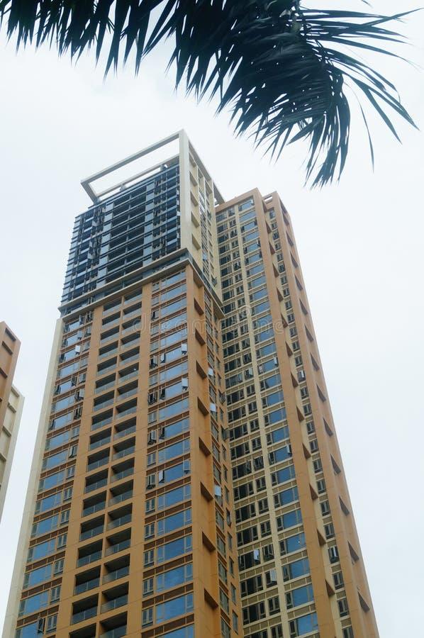 Het woon hoge gebouw is net voltooid stock afbeeldingen