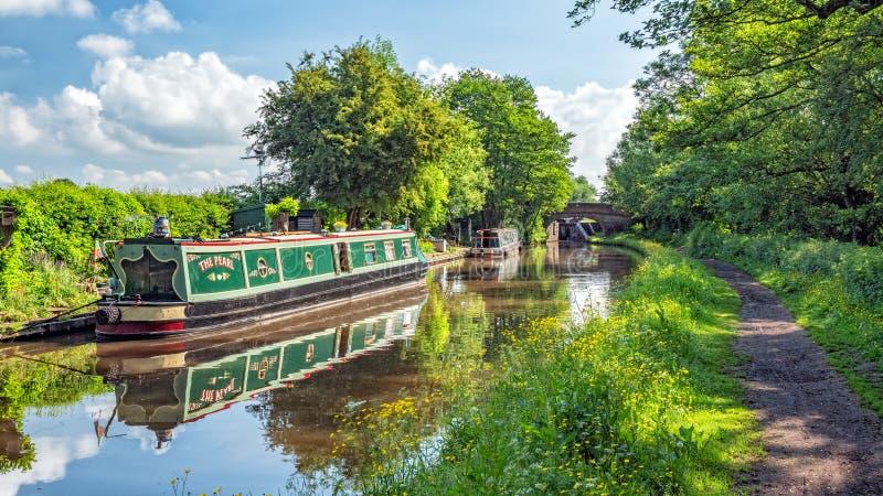 Het woonkanaal van Narrowboats, van Worcester en van Birmingham, Worcestershire royalty-vrije stock afbeeldingen