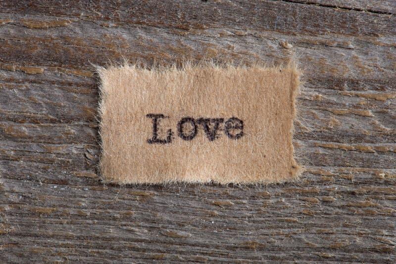 Het woord & x22; Love& x22; geschreven in uitstekend houten letterzetseltype stock afbeelding