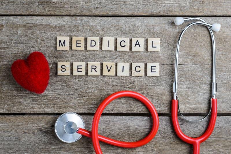 Het woord van de de medische die Diensttekst met houtsneden en Rood Hart, st wordt gemaakt stock afbeelding