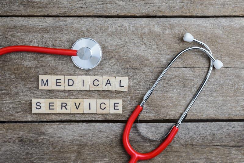 Het woord van de de medische die Diensttekst met houtsneden en Rood Hart, st wordt gemaakt stock afbeeldingen