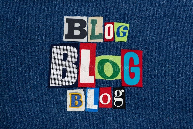 Het woordcollage van de BLOGtekst, kleurrijke stof op blauw denim, blogger en blogging stock fotografie